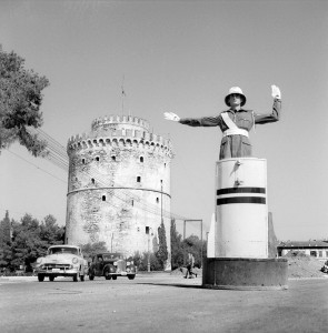 Τροχονόμος μπροστά στο Λευκό Πύργο