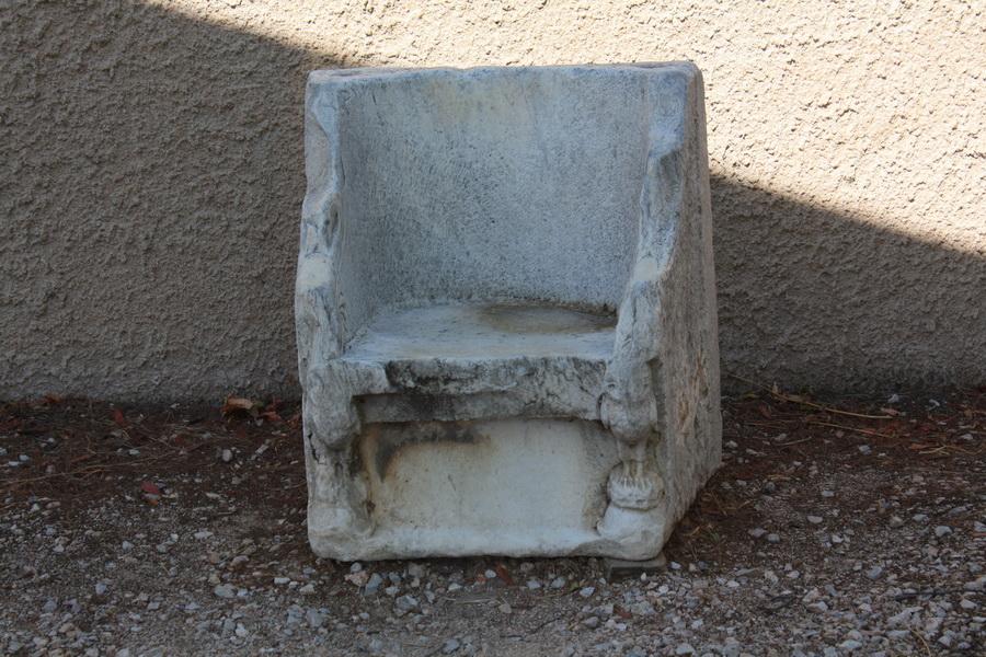 πέτρινο κάθισμα