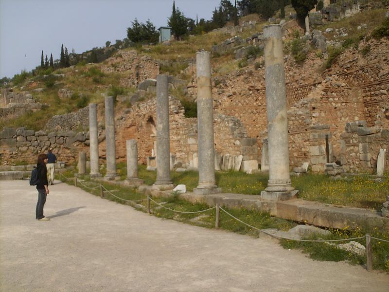 HPIM0703 Δελφοί Ρωμαϊκή αγορά 03-05-2007
