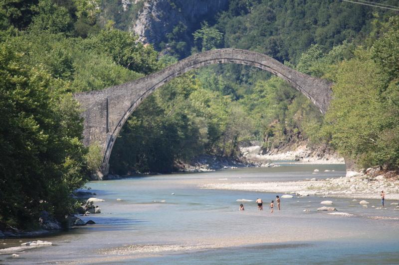 Ιστορικό γεφύρι της  Πλάκας_resize
